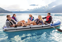 sommarpresent uppblåsbar båt